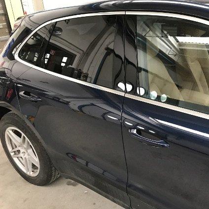 applicazione pellicole oscuranti vetri auto