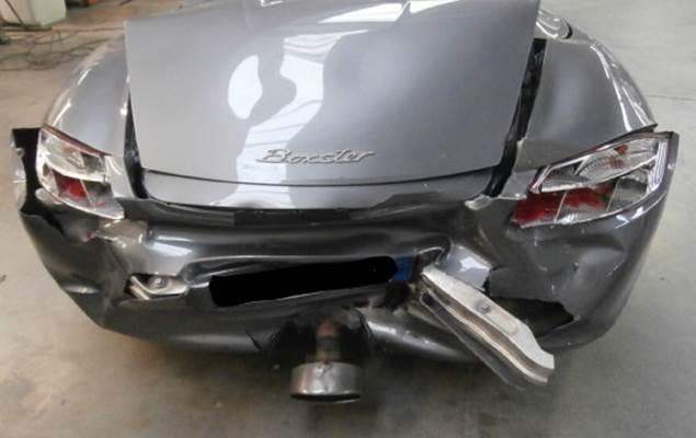 Porsche carrozzeria danneggiata